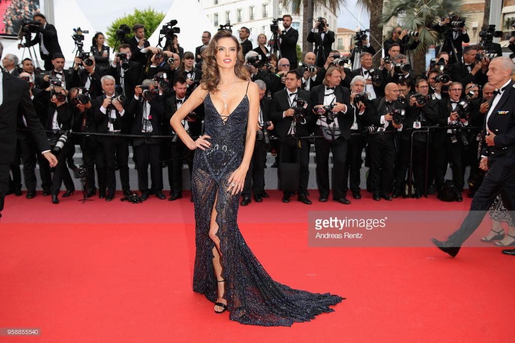 Thảm đỏ Cannes: Sao vô danh cosplay Michael Jackson, Jessica Jung ngốt ngát bên dàn siêu mẫu hạng A hở bạo - Ảnh 19.