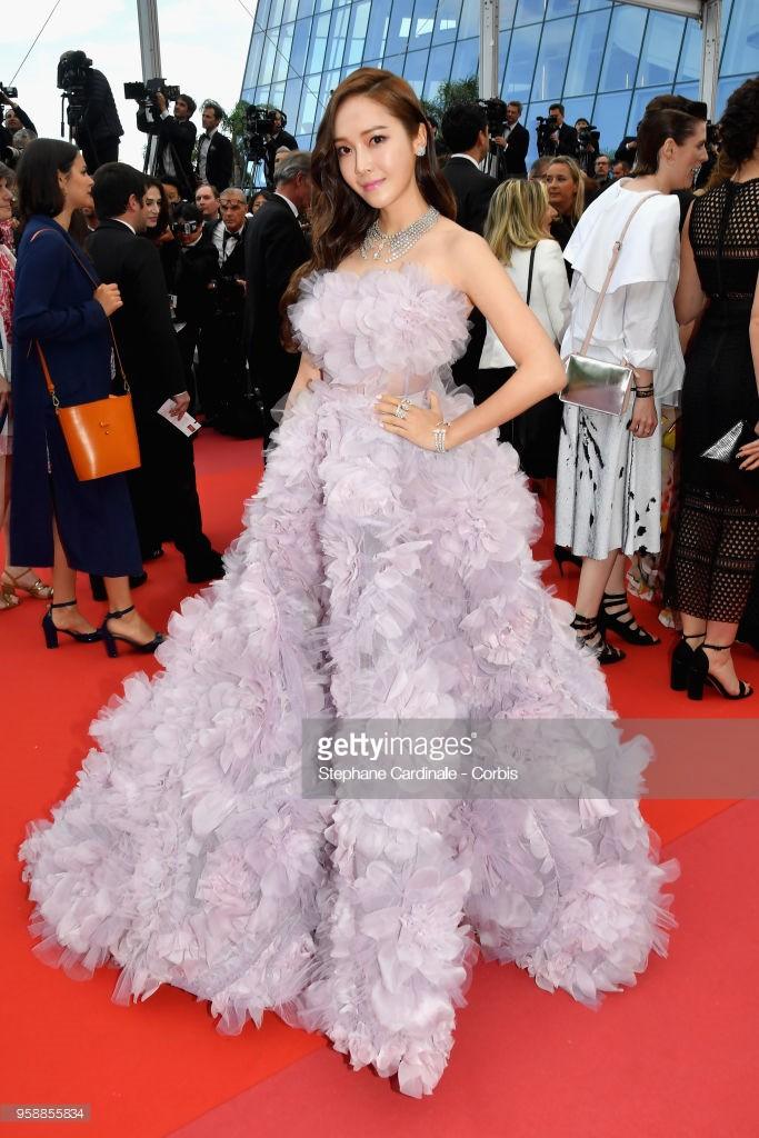 Thảm đỏ Cannes: Sao vô danh cosplay Michael Jackson, Jessica Jung ngốt ngát bên dàn siêu mẫu hạng A hở bạo - Ảnh 7.