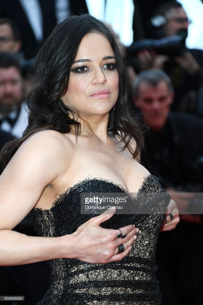 Thảm đỏ Cannes: Sao vô danh cosplay Michael Jackson, Jessica Jung ngốt ngát bên dàn siêu mẫu hạng A hở bạo - Ảnh 16.
