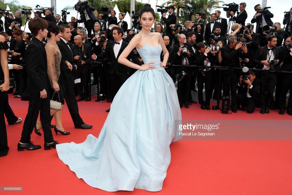 Thảm đỏ Cannes: Sao vô danh cosplay Michael Jackson, Jessica Jung ngốt ngát bên dàn siêu mẫu hạng A hở bạo - Ảnh 9.