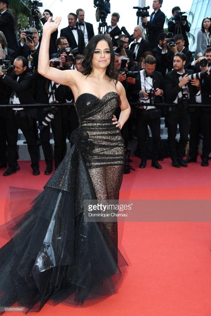 Thảm đỏ Cannes: Sao vô danh cosplay Michael Jackson, Jessica Jung ngốt ngát bên dàn siêu mẫu hạng A hở bạo - Ảnh 17.
