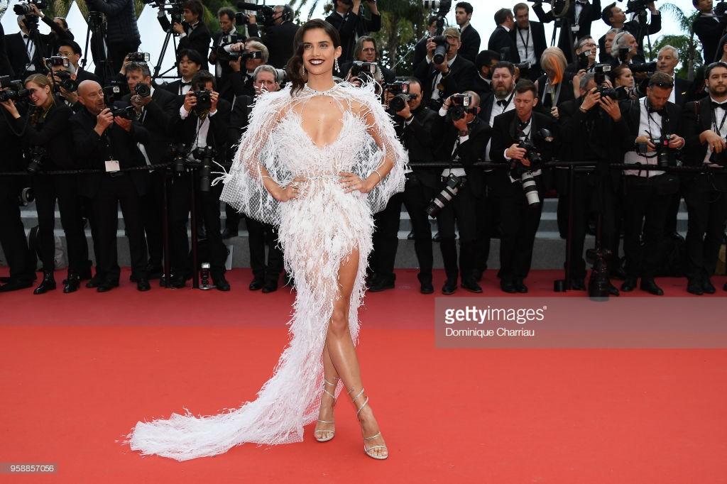 Thảm đỏ Cannes: Sao vô danh cosplay Michael Jackson, Jessica Jung ngốt ngát bên dàn siêu mẫu hạng A hở bạo - Ảnh 15.