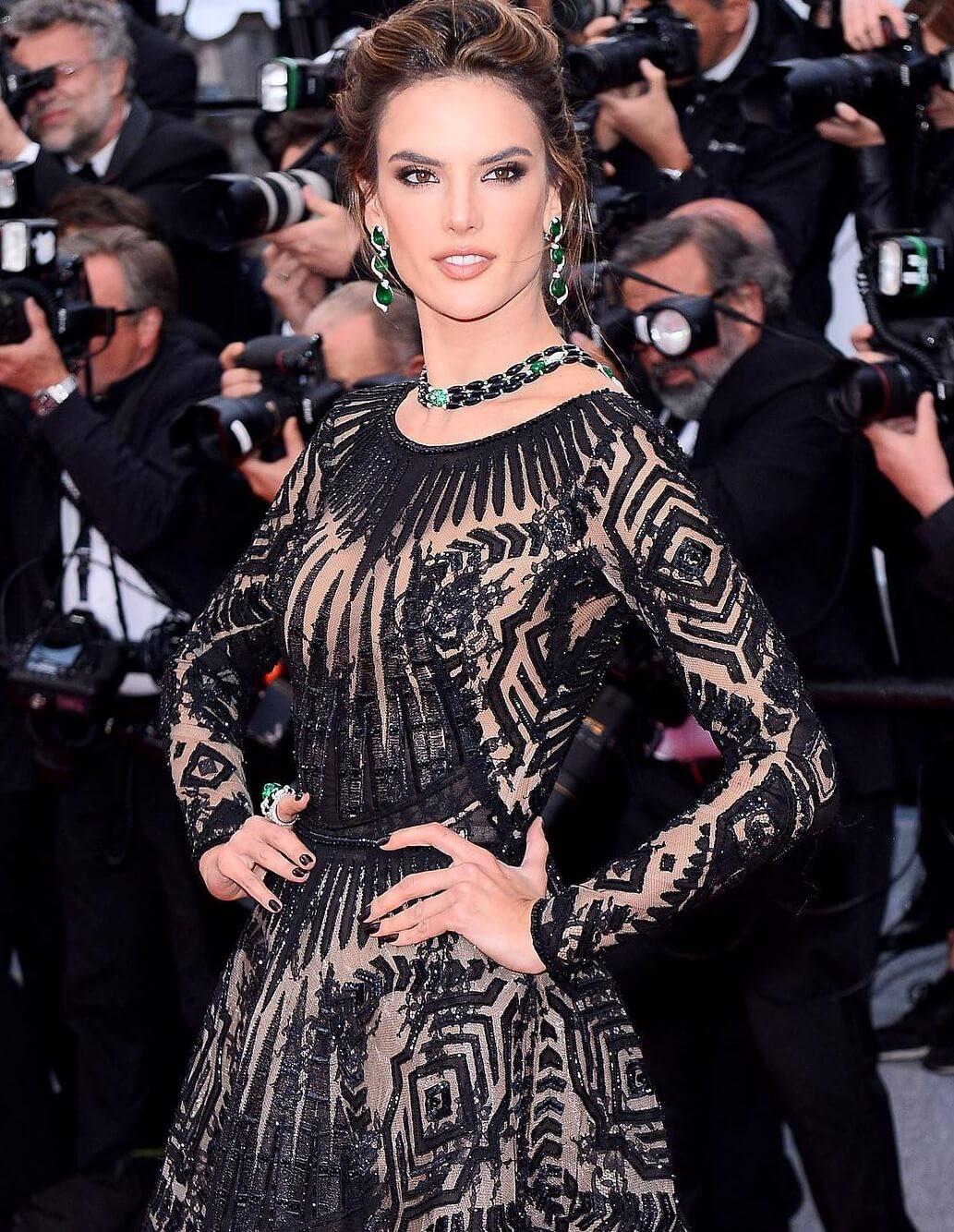 Thảm đỏ Cannes những ngày qua không thiếu công chúa nhưng phải đến bây giờ, nữ hoàng mới thực sự xuất hiện - Ảnh 3.