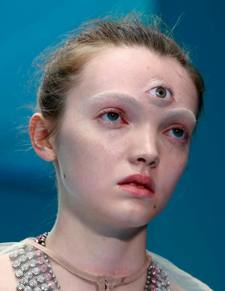 Nhá hàng MV tiếp theo với hình tượng Cô gái ba mắt, dân tình phát hiện ra ngay Chi Pu học từ Gucci - Ảnh 2.