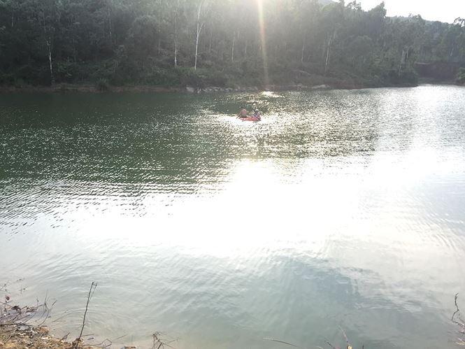 Huy động hàng trăm người tìm kiếm nam sinh 16 tuổi đuối nước - Ảnh 1.