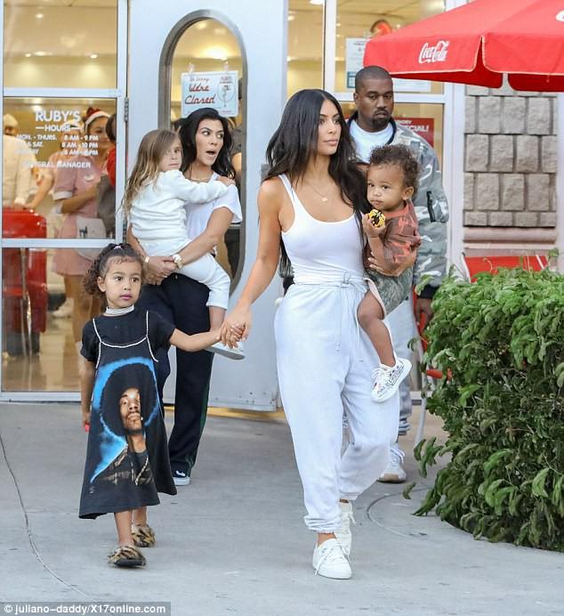 Sinh ra trong Hoàng gia nước Mỹ, các bé nhà Kardashian từ nhỏ phải tuân theo loạt quy định nghiêm ngặt - Ảnh 13.