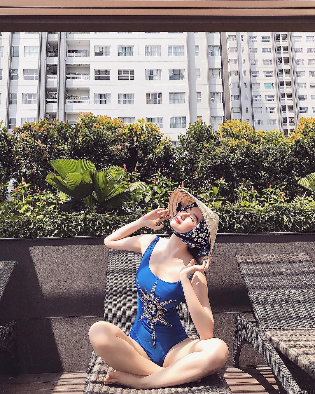 Có nên gọi Angela Phương Trinh gọi là bậc thầy sáng tạo vì mặc bikini đội nón lá chít khăn kín bưng? - Ảnh 5.