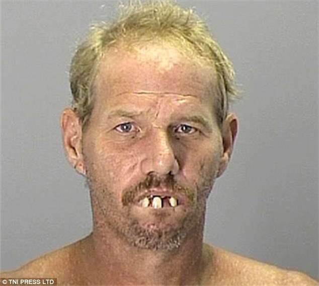 Những tấm ảnh xộ khám hài hước của tù nhân Mỹ: kẻ chỉ có 3 răng, người thì nhìn y chang con lười trong phim Ice Age - Ảnh 2.