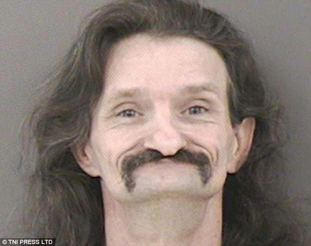 Những tấm ảnh xộ khám hài hước của tù nhân Mỹ: kẻ chỉ có 3 răng, người thì nhìn y chang con lười trong phim Ice Age - Ảnh 12.
