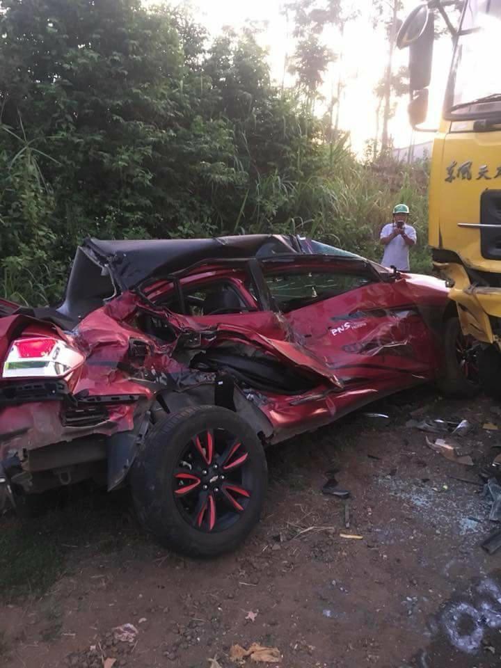 Ô tô con đối đầu xe tải, 4 người thương vong - Ảnh 2.