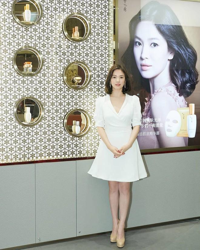 Chỉ trung thành với giày màu nude, nhưng hoá ra đây là cách mà Song Hye Kyo diện đẹp mọi bộ đồ - Ảnh 1.
