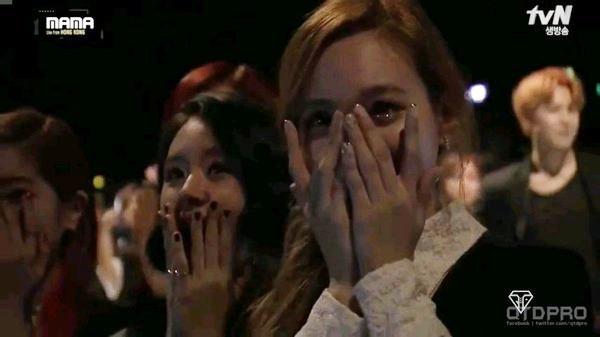 101 phản ứng của idol Kpop trước sân khấu 19+ của đồng nghiệp - Ảnh 14.