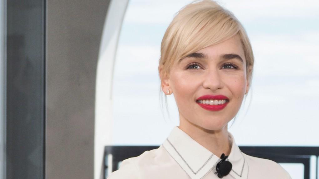 Mẹ Rồng Emilia Clarke tỏ thái độ khi ai đó khen các chị em trên phim là mạnh mẽ - Ảnh 3.