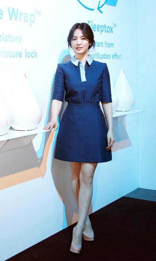 Chỉ trung thành với giày màu nude, nhưng hoá ra đây là cách mà Song Hye Kyo diện đẹp mọi bộ đồ - Ảnh 7.