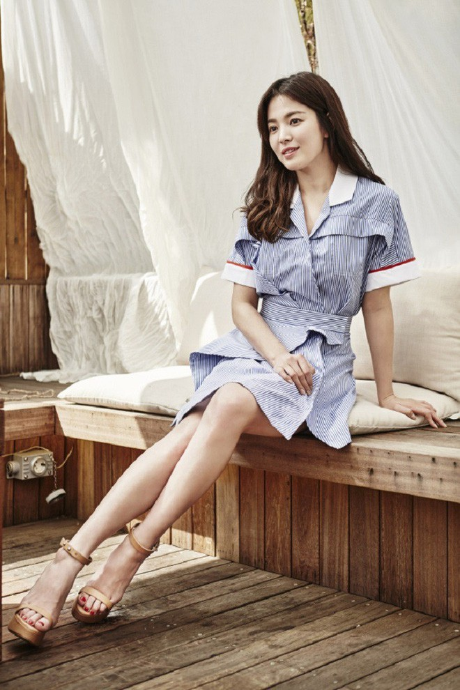 Chỉ trung thành với giày màu nude, nhưng hoá ra đây là cách mà Song Hye Kyo diện đẹp mọi bộ đồ - Ảnh 9.