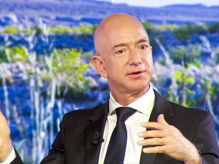 Top 10 ông trùm công nghệ giàu nứt đố đổ vách, tiền nhiều không để đâu cho hết - Ảnh 8.