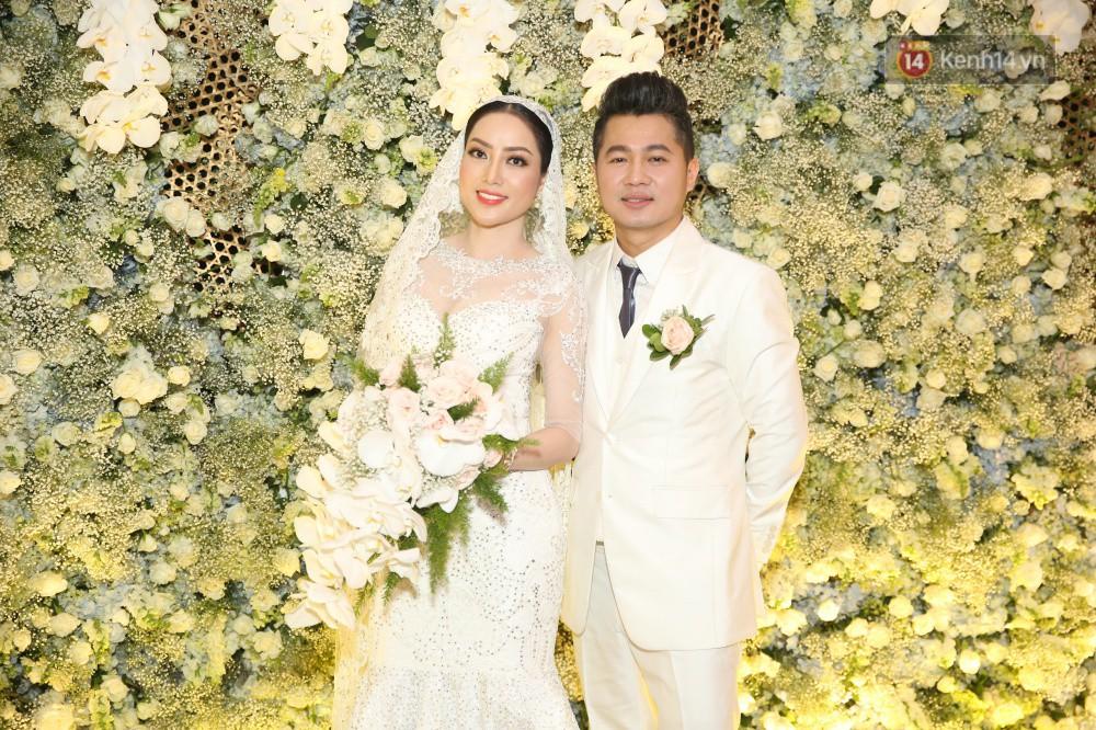 Tuấn Hưng cùng vợ con đến mừng đám cưới bạn thân chí cốt Lâm Vũ - Ảnh 2.