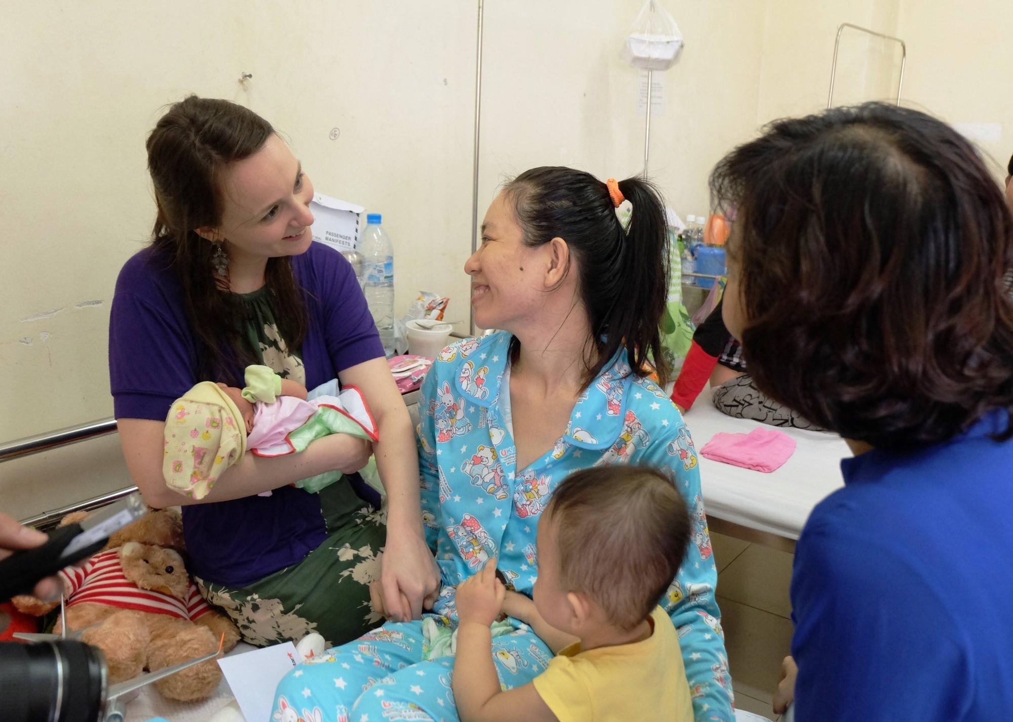 Máy bay dừng khẩn cấp để cứu thai phụ người nước ngoài ở Đà Nẵng - Ảnh 2.