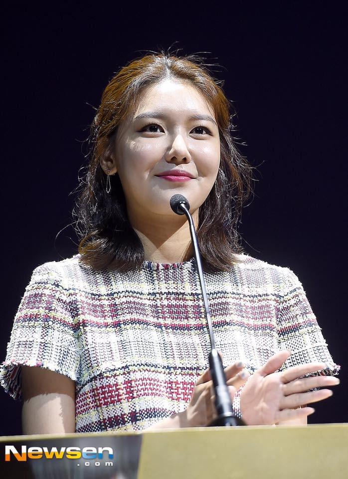 Không tin nổi trước khuôn mặt sưng vù sần sùi mụn, biến đổi chóng mặt của Sooyoung (SNSD) chỉ sau 2 tháng - Ảnh 4.