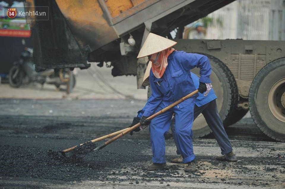 Nhọc nhằn bước chân mưu sinh của những người lao động nghèo dưới nắng nóng Hà Nội - Ảnh 5.