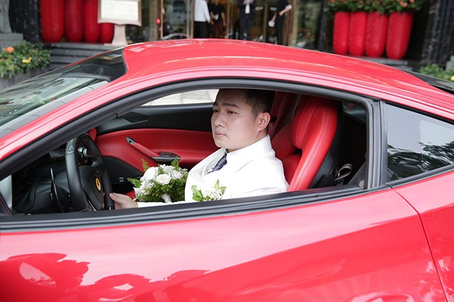 Lâm Vũ tự lái xế hộp 15 tỷ chở cô dâu đến địa điểm tổ chức tiệc cưới tối nay - Ảnh 3.