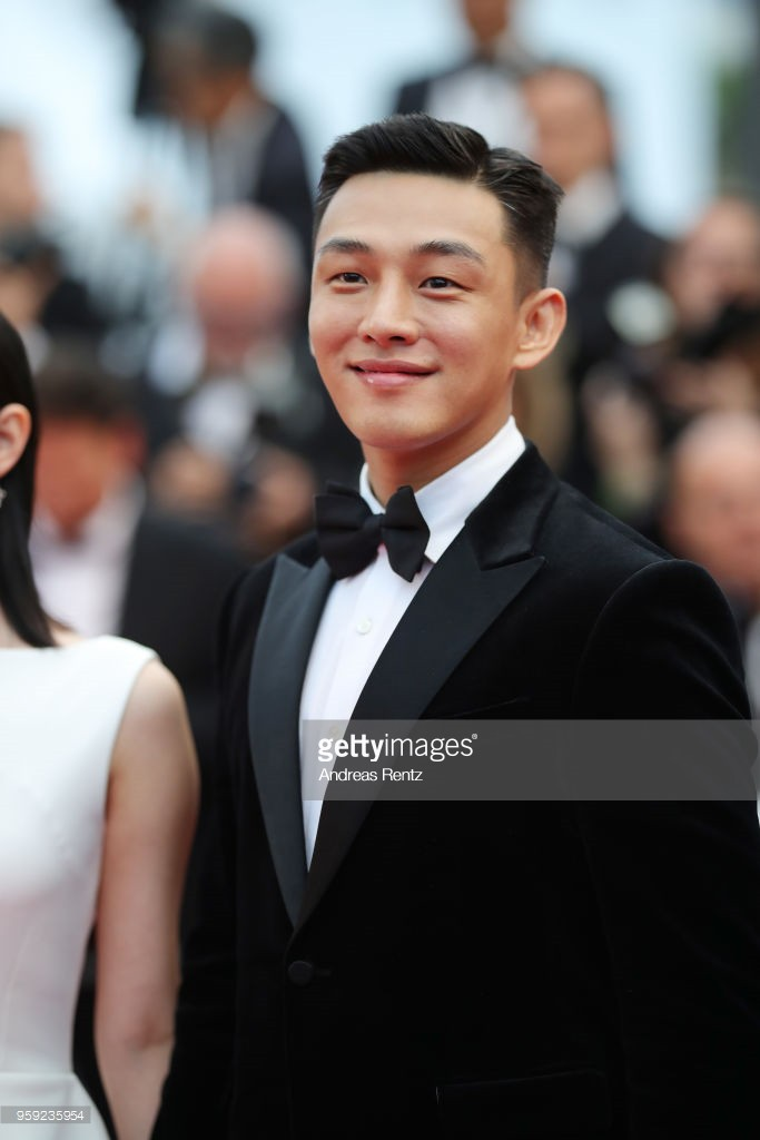 Thảm đỏ LHP Cannes: Huỳnh Hiểu Minh kém sắc, Yoo Ah In bảnh bao xuất hiện cùng dàn siêu mẫu xinh đẹp - Ảnh 5.