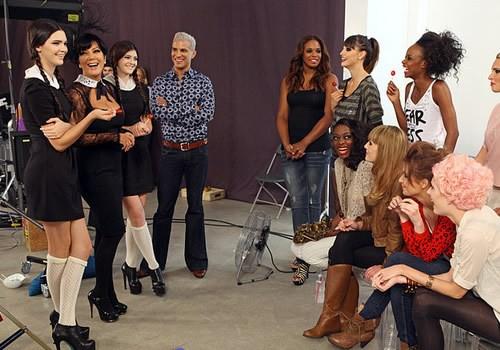 Đây là Kendall - Kylie Jenner lúc còn làm nền cho dàn thí sinh Next Top Mỹ! - Ảnh 2.