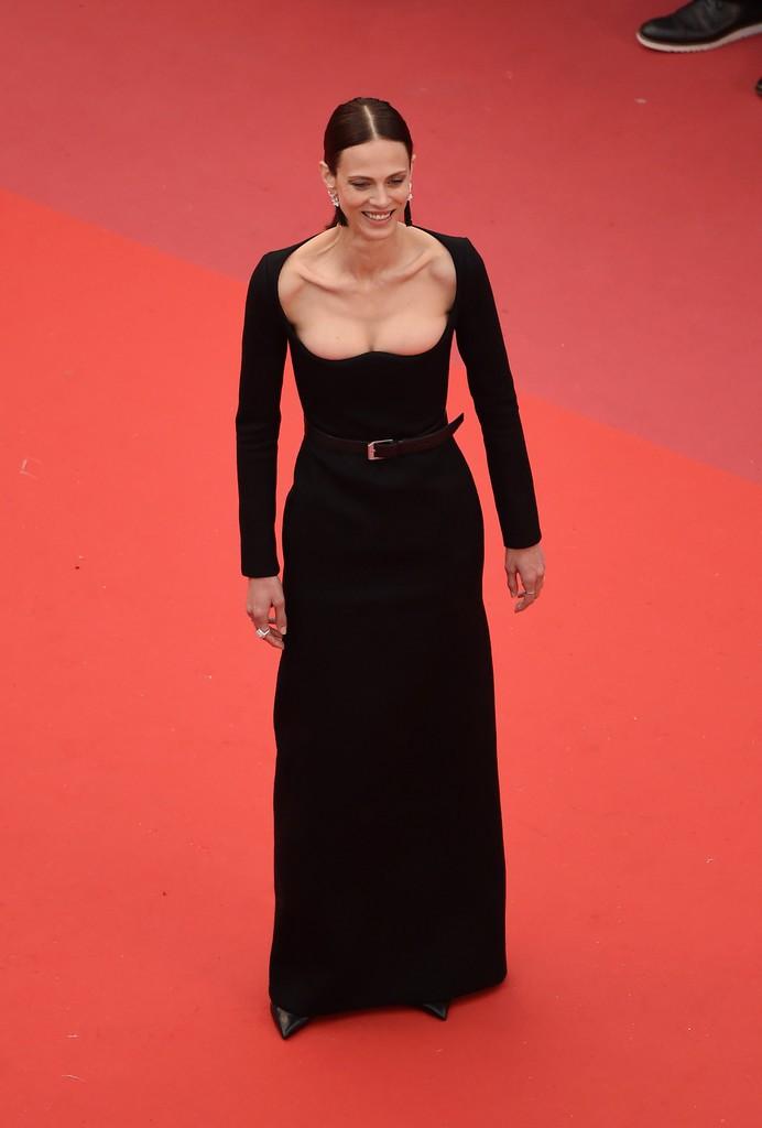 Người đeo cánh khổng lồ tới thảm đỏ Cannes, kẻ thì khoe ngực khủng và lộ mặt biến dạng vì thẩm mỹ - Ảnh 5.