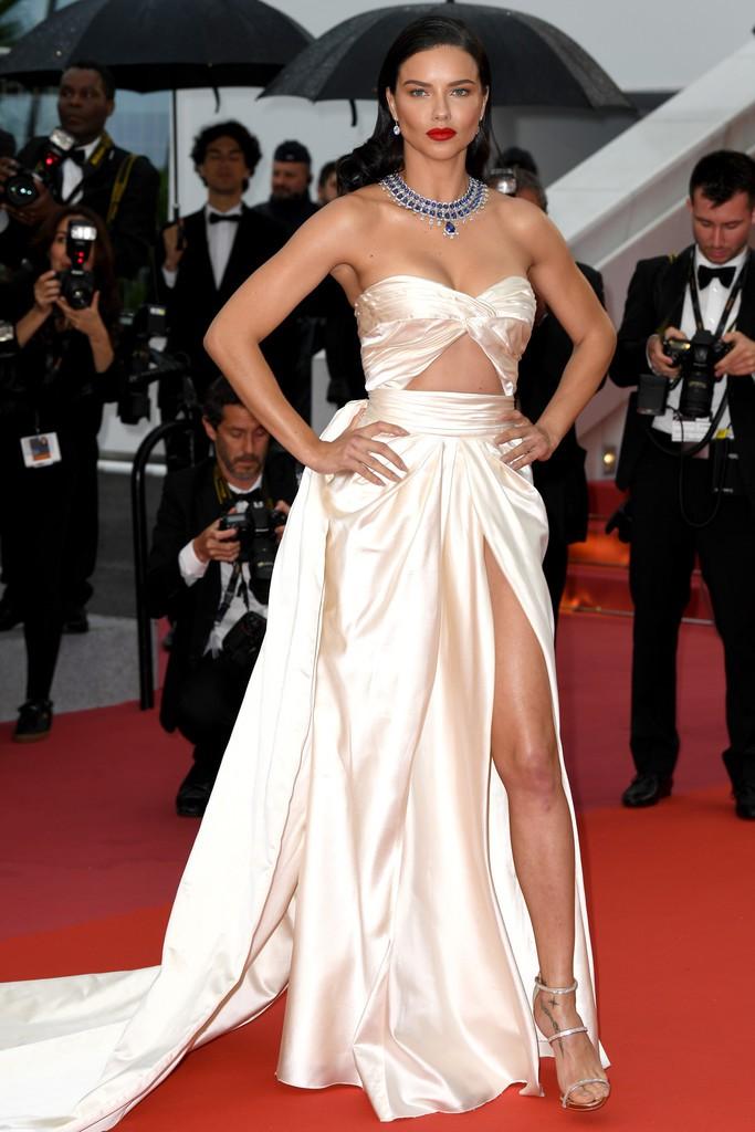 Thảm đỏ LHP Cannes: Huỳnh Hiểu Minh kém sắc, Yoo Ah In bảnh bao xuất hiện cùng dàn siêu mẫu xinh đẹp - Ảnh 15.