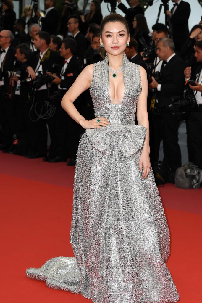 Thảm đỏ LHP Cannes: Huỳnh Hiểu Minh kém sắc, Yoo Ah In bảnh bao xuất hiện cùng dàn siêu mẫu xinh đẹp - Ảnh 18.