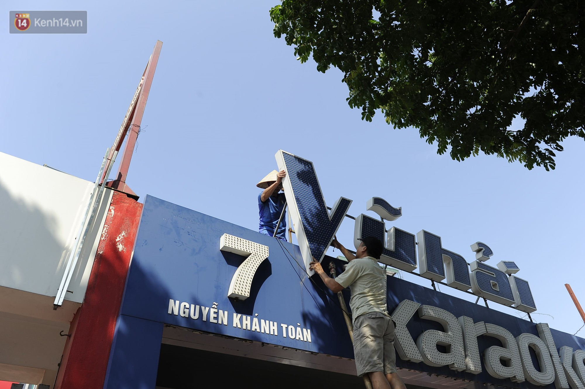 Hà Nội bắt đầu cưỡng chế 42 cơ sở kinh doanh vi phạm trật tự đô thị trên đất vàng Nguyễn Khánh Toàn - Ảnh 3.