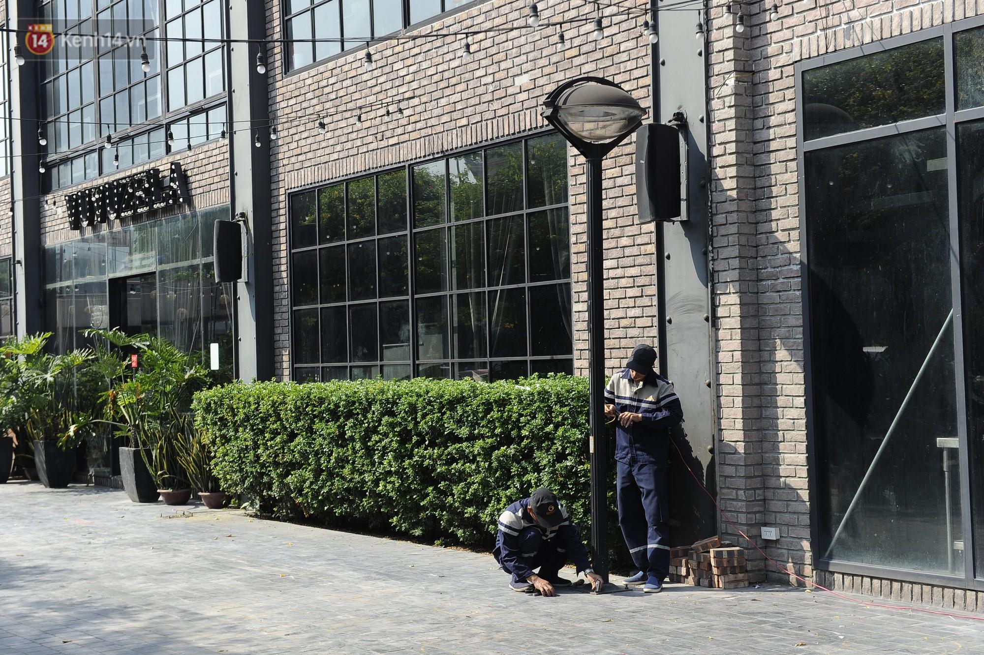Hà Nội bắt đầu cưỡng chế 42 cơ sở kinh doanh vi phạm trật tự đô thị trên đất vàng Nguyễn Khánh Toàn - Ảnh 4.