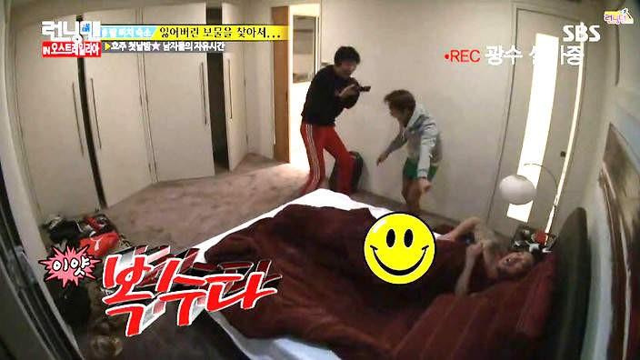 Running Man: Biết Gary thích ngủ nude, Haha & Lee Kwang Soo đã tìm cách chơi khăm như thế này! - Ảnh 5.