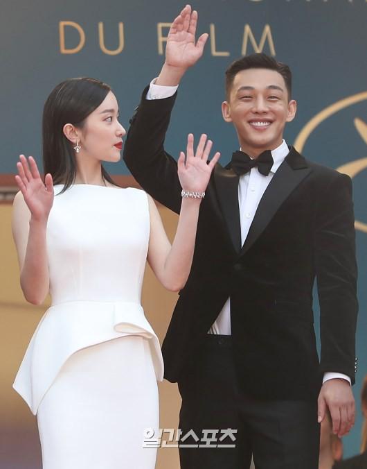 Bức ảnh bị công chúng Hàn ném đá nhiều nhất tại Cannes: Bộ 3 dính bê bối thái độ nhưng cười tươi như không - Ảnh 3.