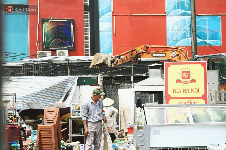 Hà Nội bắt đầu cưỡng chế 42 cơ sở kinh doanh vi phạm trật tự đô thị trên đất vàng Nguyễn Khánh Toàn - Ảnh 2.