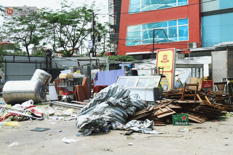Hà Nội bắt đầu cưỡng chế 42 cơ sở kinh doanh vi phạm trật tự đô thị trên đất vàng Nguyễn Khánh Toàn - Ảnh 15.