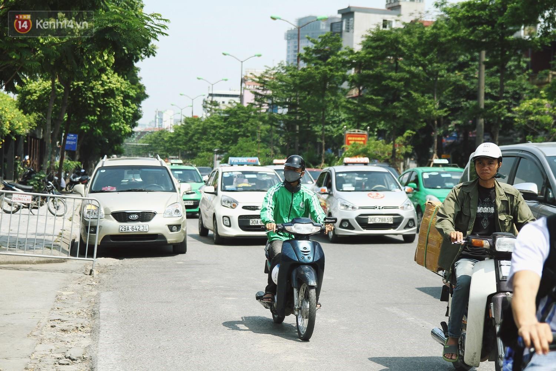 Hà Nội bắt đầu cưỡng chế 42 cơ sở kinh doanh vi phạm trật tự đô thị trên đất vàng Nguyễn Khánh Toàn - Ảnh 9.