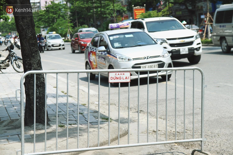Hà Nội bắt đầu cưỡng chế 42 cơ sở kinh doanh vi phạm trật tự đô thị trên đất vàng Nguyễn Khánh Toàn - Ảnh 8.