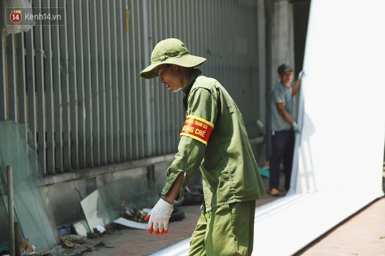 Hà Nội bắt đầu cưỡng chế 42 cơ sở kinh doanh vi phạm trật tự đô thị trên đất vàng Nguyễn Khánh Toàn - Ảnh 10.
