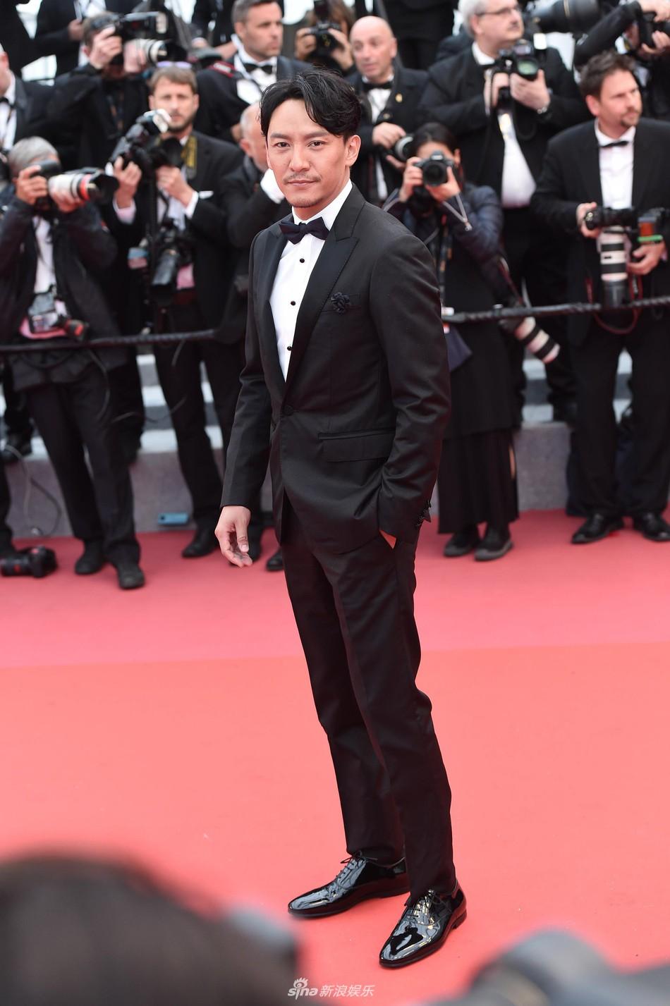 Thảm đỏ LHP Cannes: Huỳnh Hiểu Minh kém sắc, Yoo Ah In bảnh bao xuất hiện cùng dàn siêu mẫu xinh đẹp - Ảnh 23.