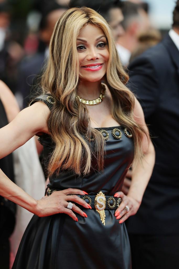 Người đeo cánh khổng lồ tới thảm đỏ Cannes, kẻ thì khoe ngực khủng và lộ mặt biến dạng vì thẩm mỹ - Ảnh 7.