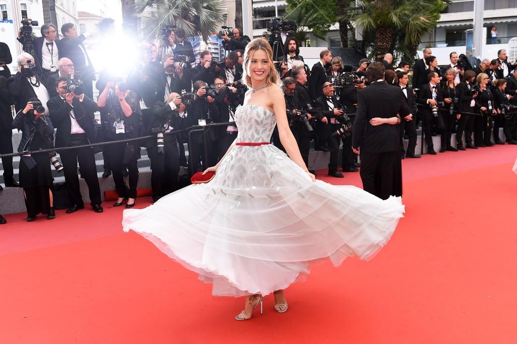 Thảm đỏ LHP Cannes: Huỳnh Hiểu Minh kém sắc, Yoo Ah In bảnh bao xuất hiện cùng dàn siêu mẫu xinh đẹp - Ảnh 24.