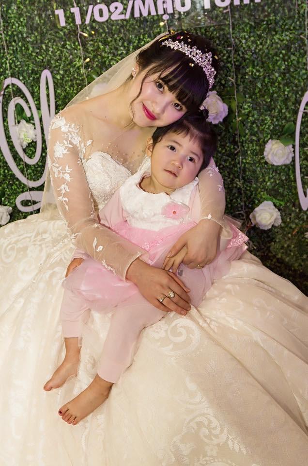 Sau 2 tháng bế em bé Lào Cai xinh như công chúa trong đám cưới, mẹ nuôi 9X của Yến Nhi khoe mang thai con đầu lòng - Ảnh 5.