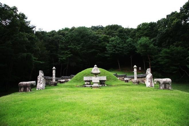 Phận đời bi đát của vương hậu xứ Hàn: Tại vị vỏn vẹn 7 ngày, bị cuốn vào vòng xoáy vương quyền, mất cha và chết đơn độc nơi lưu đày - Ảnh 6.