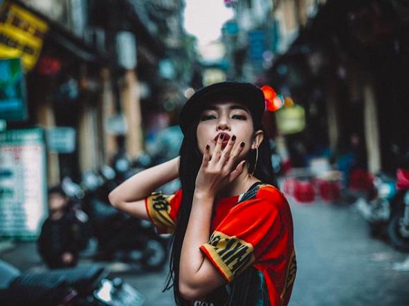 Soi ngay phong cách pose ảnh làm nên thương hiệu của các hotgirl Việt - Ảnh 2.