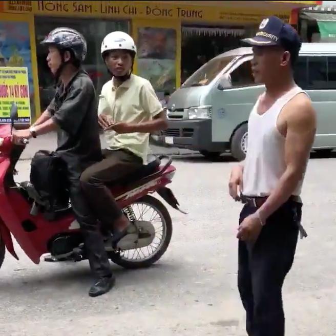 Xôn xao clip thanh niên phụ hồ 18 ngày được 500k, bắt xe ôm ra bến để về nhà thì bị lừa mất sạch - Ảnh 2.
