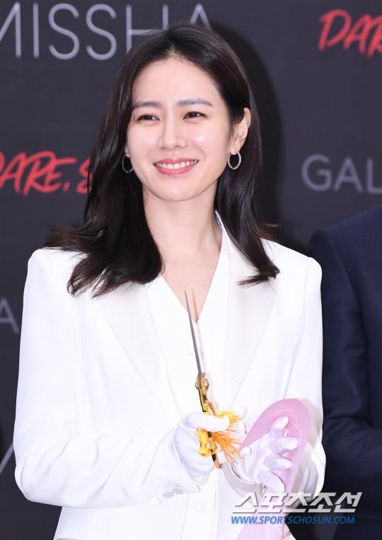 Son Ye Jin chiếm hết spotlight, nhưng mỹ nhân 2 lần đứng đầu top 100 gương mặt đẹp nhất thế giới còn xuất sắc hơn - Ảnh 6.