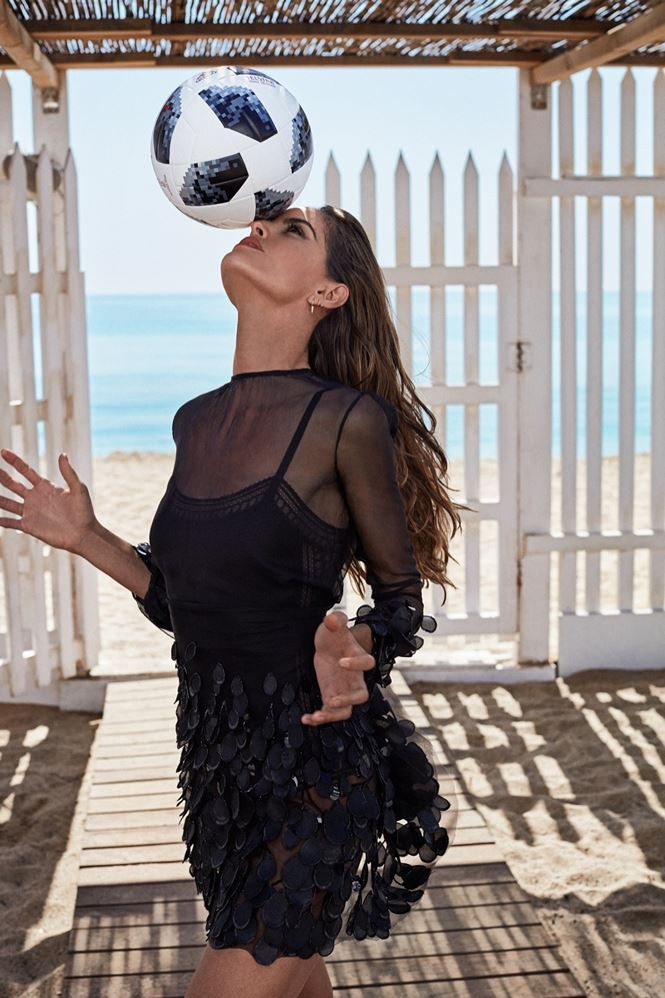 Thiên thần nội y Izabel Goulart quyến rũ bên hai mỹ nam chào đón World Cup 2018 - Ảnh 7.