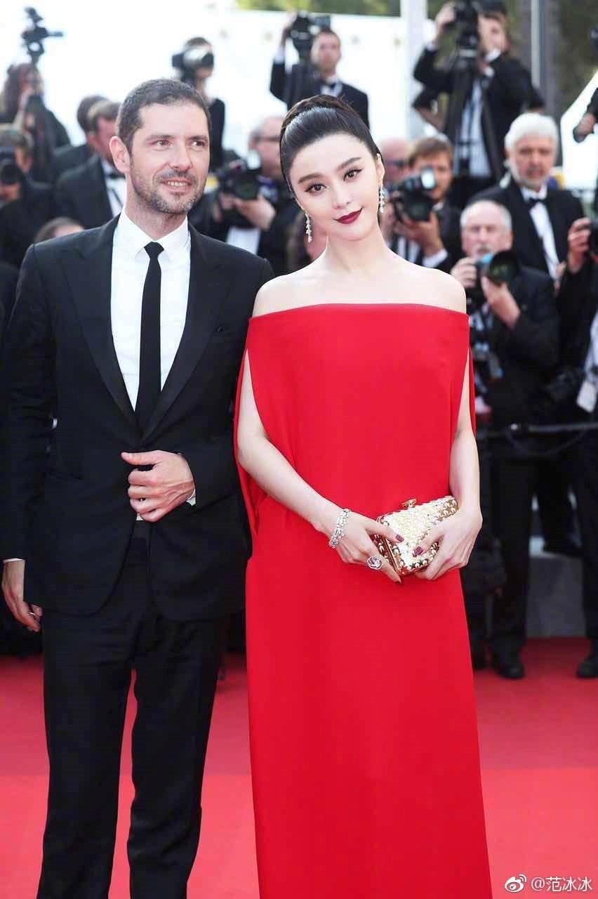 Thảm đỏ LHP Cannes bỗng xuất hiện Phạm Băng Băng hàng nhái hở ngực, lộ vùng dưới cánh tay bị thâm - Ảnh 6.