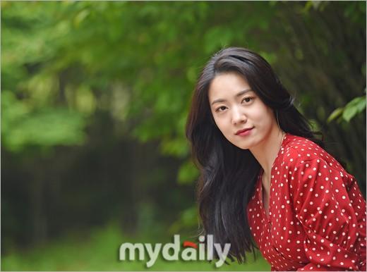 Cùng ngày bị CEO MBK vạch mặt, rắn độc Hyoyoung nhận gạch đá vì xuất hiện đầy quyến rũ trong loạt ảnh mới - Ảnh 4.
